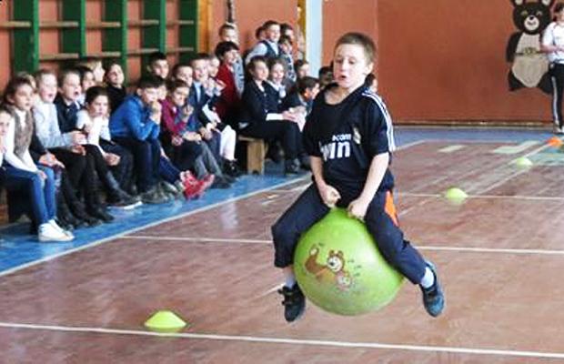 """Сімейне спортивне свято """"Мама, тато, я – спортивна сім'я"""" у Турятському НВК"""