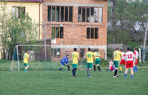 Глибоцькі футболісти провели перший матч сезону