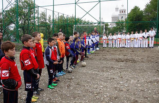 У селі Купка відкрито спортивний майданчик зі штучним покриттям