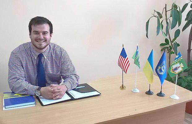 Волонтер із США вже встиг полюбити Україну і Глибоку