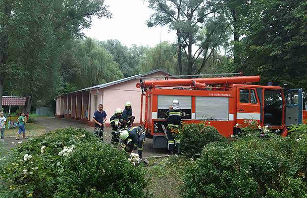 """У """"Вогнику Буковини"""" рятувальники навчали дітей правилам пожежної безпеки"""
