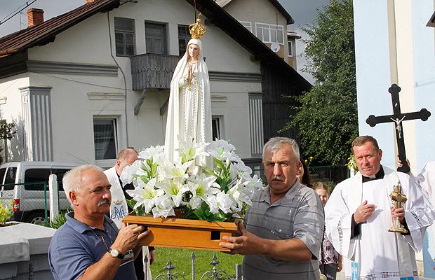 У Глибоцькому костелі триває паломництво до фігури Фатімської Богородиці