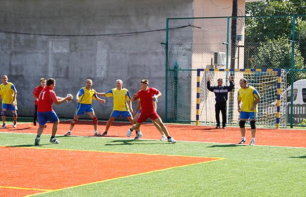 У Глибоці відкрили сучасний спортивний майданчик (ФОТО)