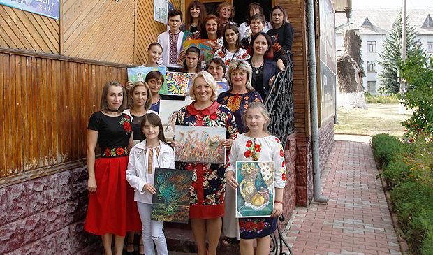 """У Глибоцькій бібліотеці прозвучали патріотичні вірші про Україну, – відбулося засідання літературної студії """"Витоки"""""""