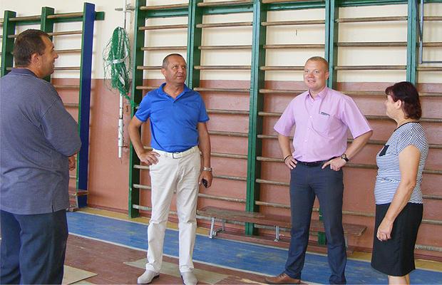 Глибоцькі посадовці проінспектували Нижньосинівецьку ЗОШ та Турятський НВК