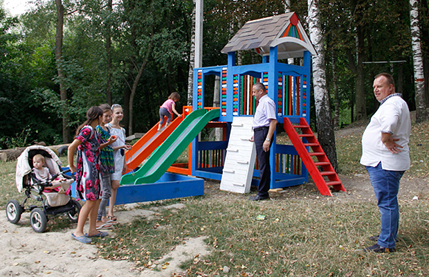 Тепер у Кам'янці замість сміття – дитячий майданчик