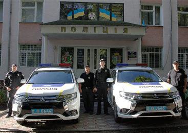 У Глибоцькому відділенні поліції з'явилося два надсучасних автомобілі Mitsubishi Outlander