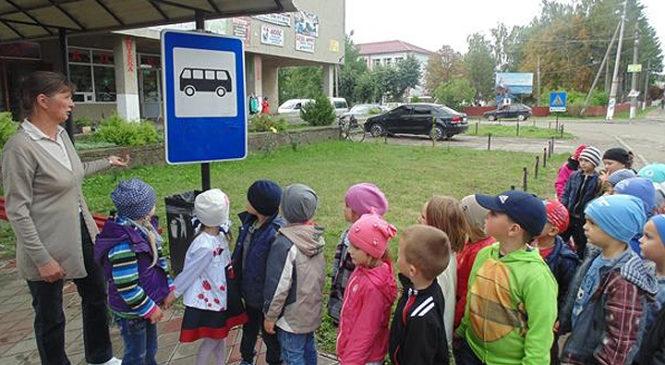 Маленьких кам'янчан навчали правилам дорожньої безпеки