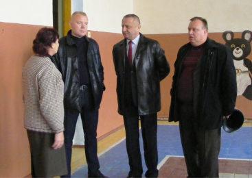 Керівники Глибоцького району відвідали Турятський НВК