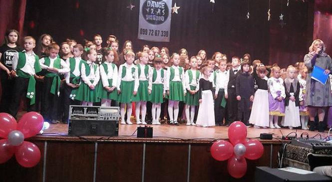 У Молодії заклад культури звітував перед населенням – для селян влаштували концерт так виставку творчих робіт