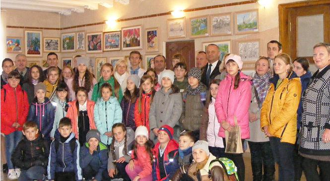 До дня художника діти Глибоцької художньої школи підготували виставку картин