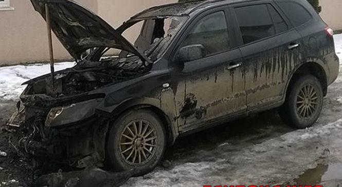 У Глибоці підпалили автомобіль Хюндай з іноземною реєстрацією