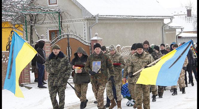Із загиблими у зоні АТО українським воїном Володимиром Анадимбом попрощалися у селі Тереблече