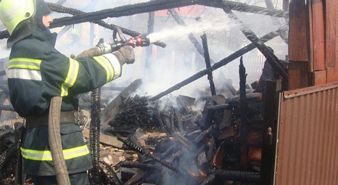 У селі Йорданешти вогонь знищив господарські приміщення та майно