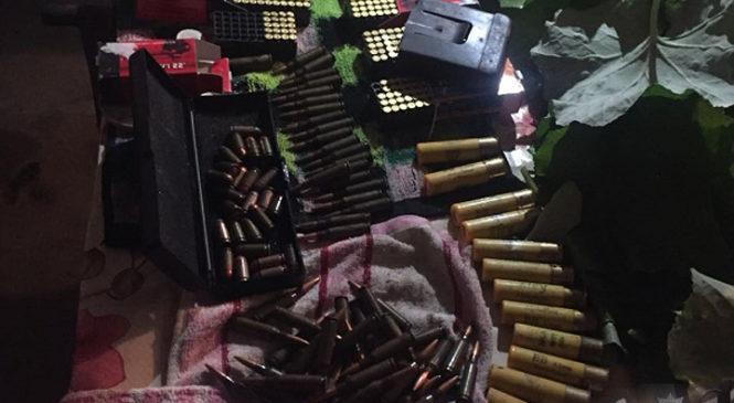 Глибоччанин у підвалі дому організував підпільну зброярню