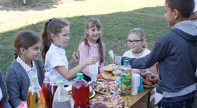 Школярі Глибоцької гімназії провели благодійну акцію на підтримку хворої дівчинки