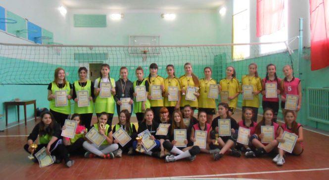 На базі Коровійської школи відбувся Різдвяний турніру з волейболу серед дівчат