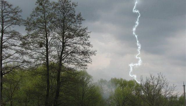 Рятувальники попереджають!! Що потрібно знати аби вберегтися від блискавки!