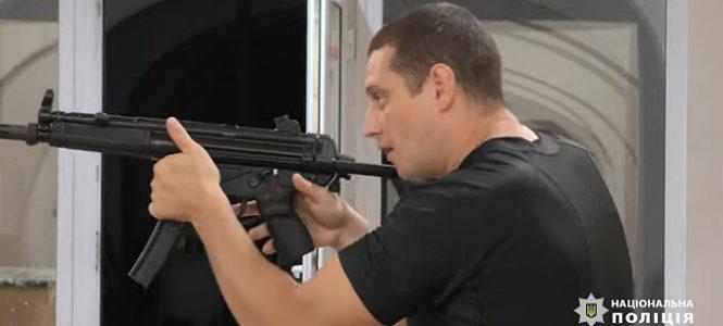 Поліцейські Буковини отримали на озброєння нові пістолети-кулемети