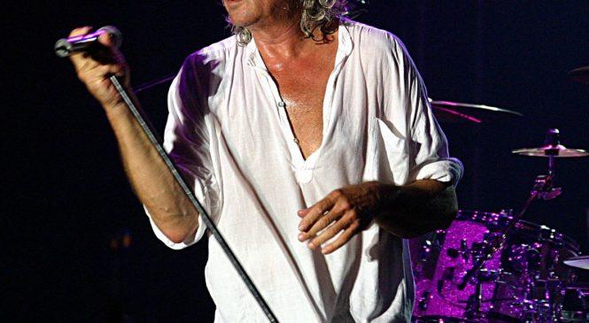 19 серпня 1945 року в Лондоні, (Велика Британія) народився — відомий англійський рок-вокаліст, фронтмен  Ієн (Ян) Гіллан