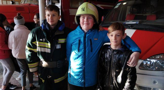 Дітлахи Глибоцької гімназії відвідали рятувальників