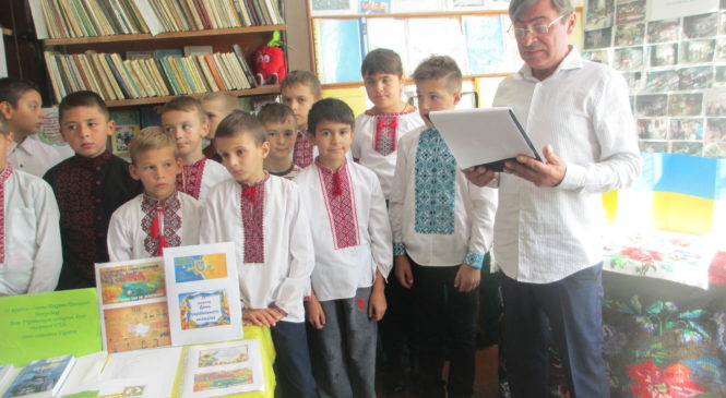 """В бібліотеці села Черепківці  відбулася година спілкування    """"Гордість і душа держави, нація і оберіг – це захисники України"""""""