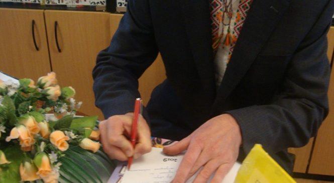 Першу поетичну збірку презентував працівник культури Руслан Назаришин