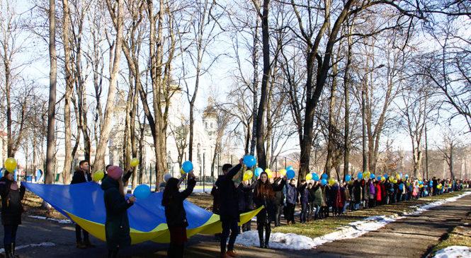 Глибоцькі школярі влаштували флешмоб до Дня Соборності України