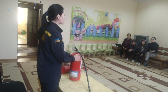 Рятувальники навчають правилам пожежної безпеки працівників закладів освіти та закликають громадян дотримуватися правил пожежної безпеки