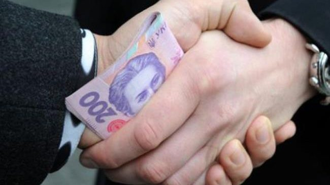 Судили буковинця, який надав патрульному 1000 гривень