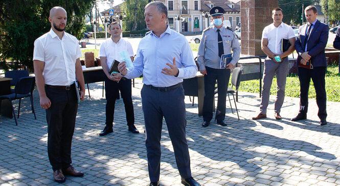 Голова Чернівецької ОДА та заступники керівників силових структур області провели спільний виїзний прийом громадян у селищі Глибока