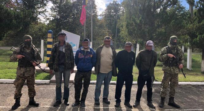 П'ять мешканців Глибоцького району та чималу партію тютюнової контрабанди затримали Буковинські прикордонники
