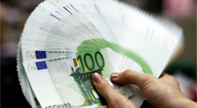 Буковинські митники вилучили не задекларовану валюту в перерахунку близько 680 тисяч гривень