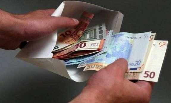 На Буковині викрито інспектора прикордонної служби за 2 тис євро хабара