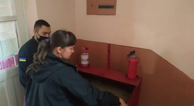 Кожен об'єкт, де розташована виборча дільниця має бути забезпечений первинними засобами пожежогасіння