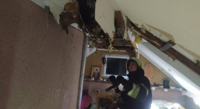 Вогнем пошкоджено перекриття, покриття будівлі та речі домашнього вжитку у Глибоці
