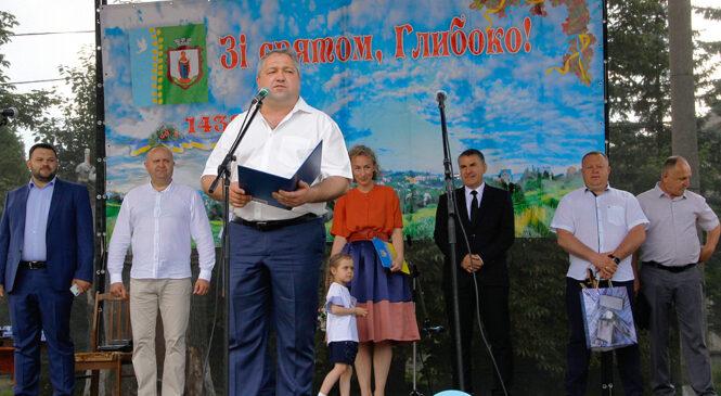 """Шестиметровий """"МЕДІВНИК"""" – у Глибоці відсвяткували 583-тю річницю селища (ФОТО)"""