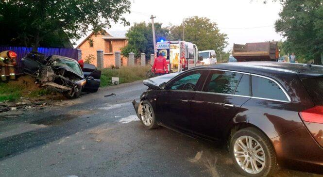Поліцейські з'ясовують обставини ДТП з потерпілими у Чернівецькому районі