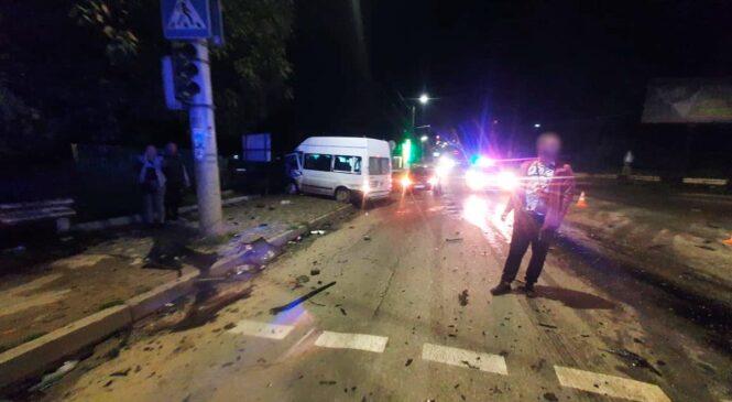 Поліцейські розслідують обставини ДТП з потерпілими у Чернівцях