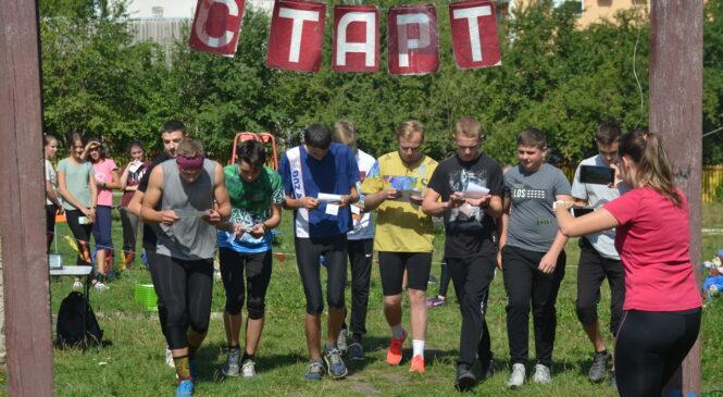 Глибоцький центр туризму відзначив День фізичної культури і спорту та День орієнтування змістовними змаганнями з паркового орієнтування