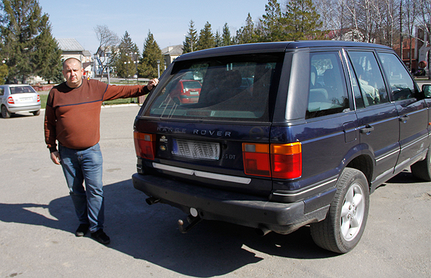 Волонтери з Глибоччини допомогли придбати для бійців АТО Range Rover