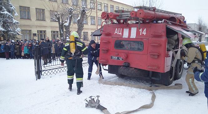 Рятувальники провели тактико-спеціальні навчання в Глибоцькій гімназії