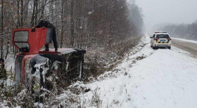 Негода на Буковині: ще дві машини з'їхали з дороги