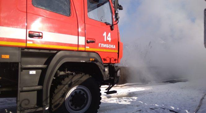 У Глибоці працівники ДСНС ліквідували пожежу господарської будівлі