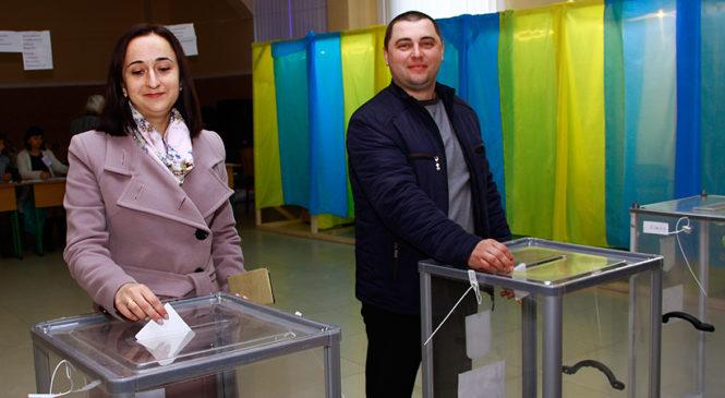 Україна сьогодні обирає президента. Як голосують мешканці Глибокої
