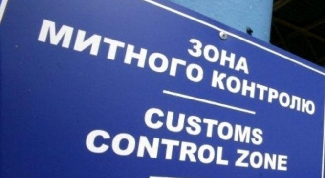 Буковинськиі митники вилучили автомобіль вартістю 300 000 гривень через порушення строку зворотного вивезення