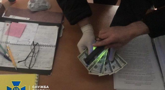 На хабарі викрили завідувача одного із секторів РДА на Буковині