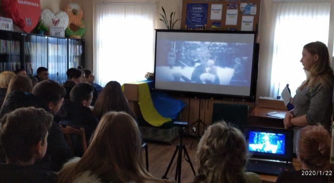 У читальному залі Глибоцької центральної районної бібліотеки відбувся патріотичний діалог «Соборність України: від ідеї до сьогодення»