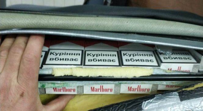 Буковинські митники у ПП «Порубне» завадили незаконному переміщенню сигарет через кордон