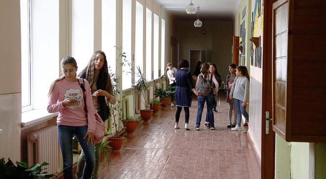 Навчальний рік у школах в Україні закінчиться 1 липня – МОН